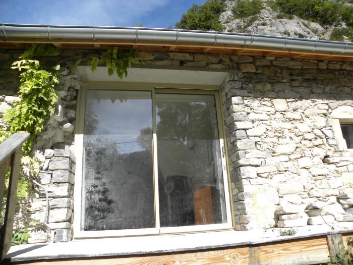 Baumugnes (05) Pose des pierre en chaîne d'angle