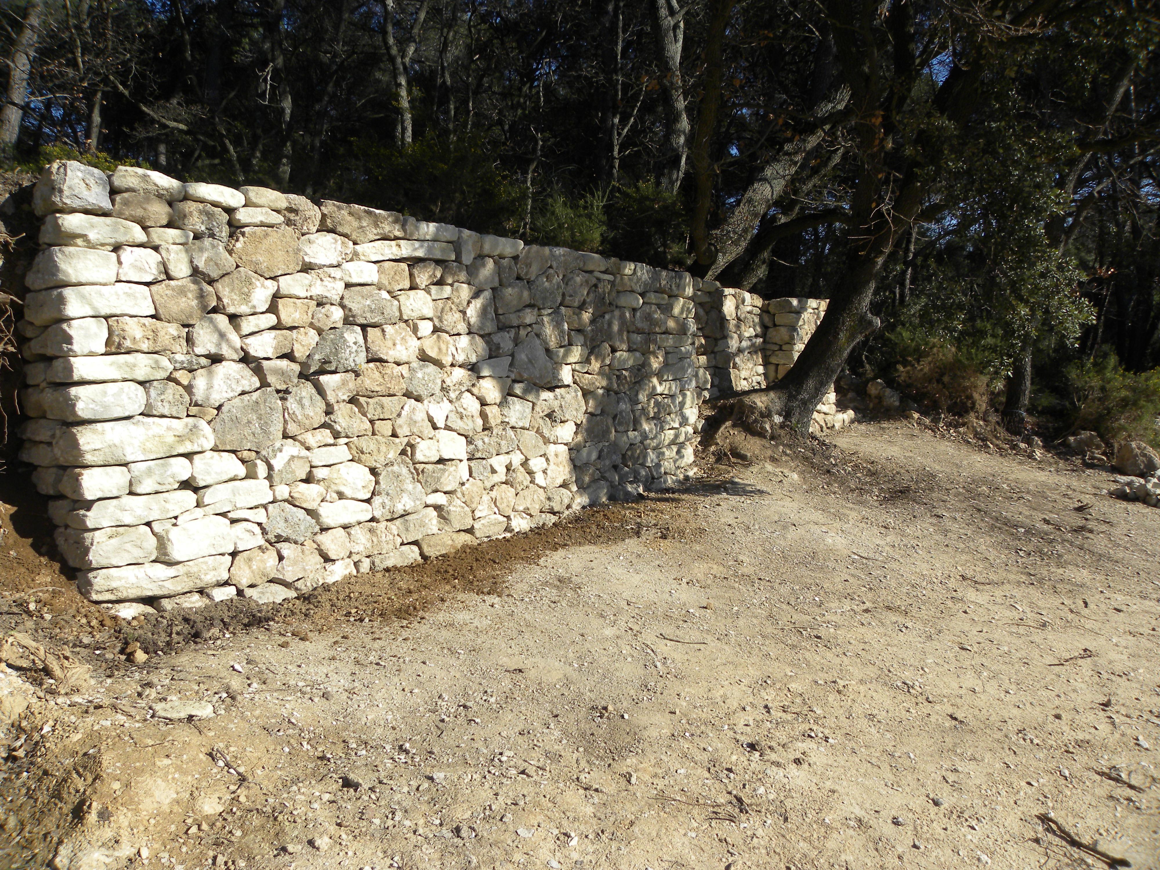 Mur en pierre sèche ( Lambesc, 13)