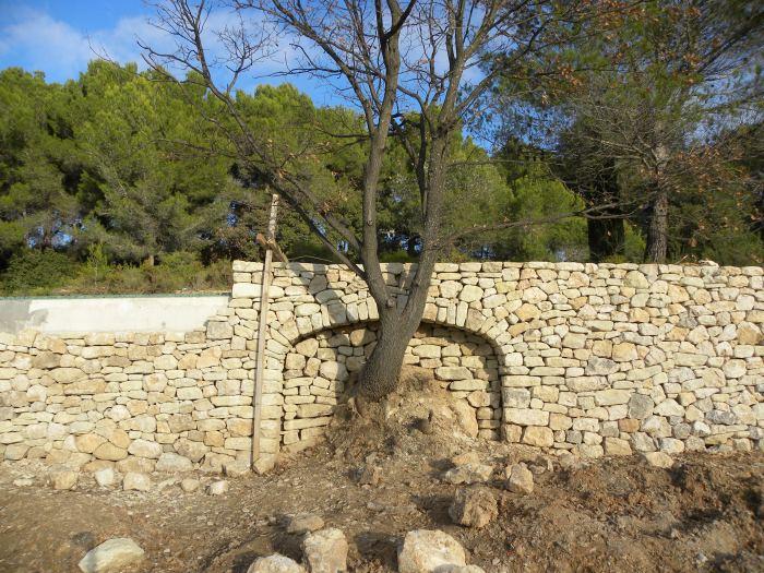 Arc en pierre à Lambesc