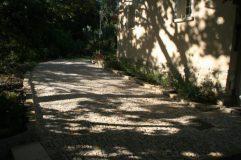 Vue d'ensemble du chemin en pierre